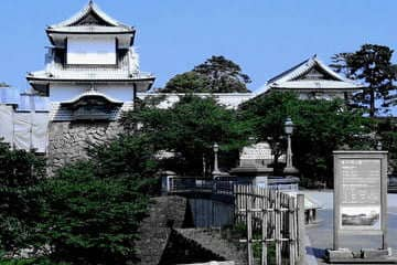 L'avant du grand château de Kanazawa