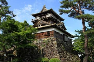 Une photo d'un château non loin de Fukui