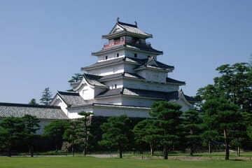 Photo du beau château blanc de Tsuruga