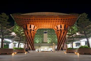La belle structure de la gare de Kanazawa