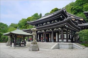 Le magnifique temple de Hase-dera à la ville de Kamakura