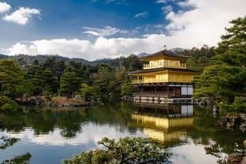Un sublime paysage sur le pavillon d'or de Kyoto