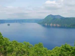 Une magnifique photo du lac Mashu