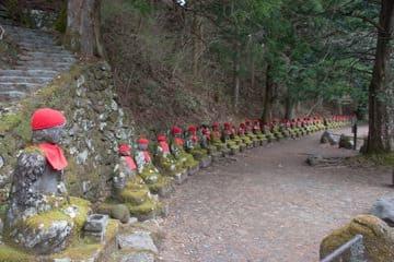 Les statues sur le chemin du Kanmangafuchi