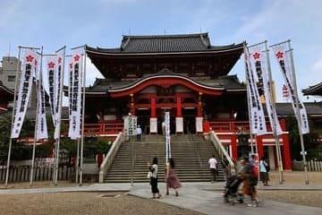 L'avant du temple Osu Kannon à Nagoya
