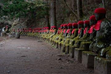 Les statues représentent Bouddha