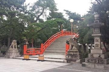 L'entrée majestueuse du sanctuaire Sumiyoshi Taisha