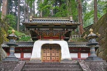 Les portes du tombeau dans le temple Taiyuin