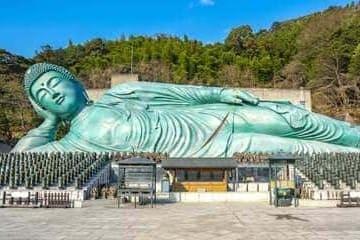 L'énorme bouddha allongé de Fukuoka