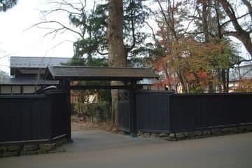 L'entrée de la résidence d'un ancien samouraï
