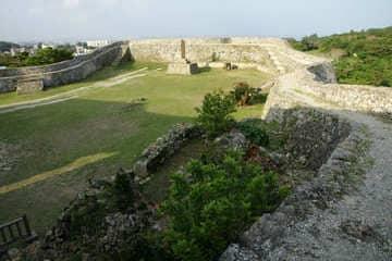 Vue de l'intérieur du château en ruine de Nakagusuku