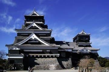Le gigantesque château de Kumamoto vu de face
