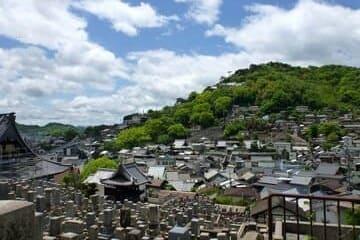 Le beau et ancien cimetière de la ville