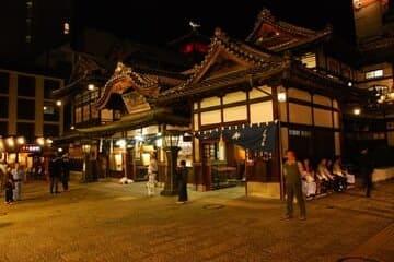 La devanture du célèbre onsen de Matsuyama