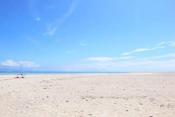 La parcelle de sable visitable qui ressort de la mer