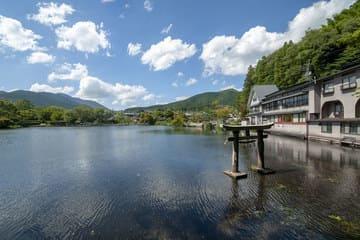Panorama du lac de Kinrin à Yufui