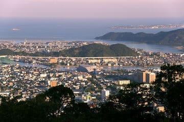 Panorama sur la ville de Tokushima depuis le mont Bizan