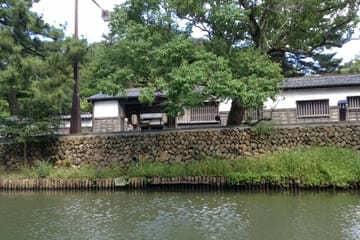 Des maisons typiquement japonaises au bord de canaux