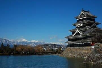 Panorama des alpes japonaises et du château de Matsumoto