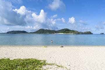 Panorama sur l'eau clair de la plage de Ama à Zamami