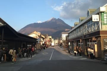 Photo sur une rue commerçante de Yufuin