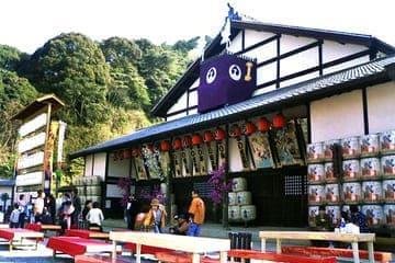 L'avant très coloré du théâtre de Kotohira