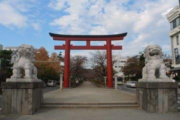 La porte menant au tombeau de Tsuruoka