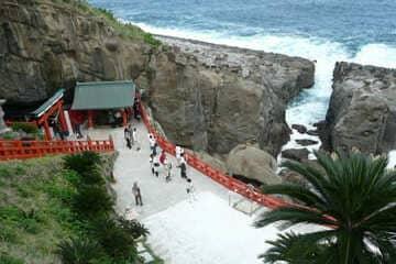 Le sanctuaire planqué dans une grotte au bord de la mer