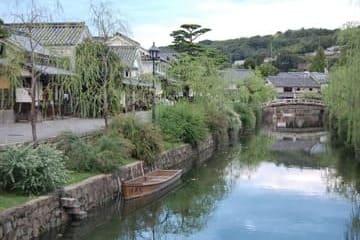 Un des canaux de la ville et son décor typiquement japonais