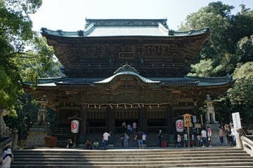 La façade du temple au sommet des marches de Kotohira
