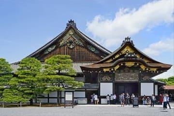 Photo de l'entrée avant du château
