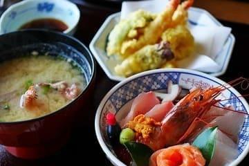Photo de plusieurs mets typiquement japonais