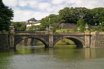 Vue sur le palais impérial de Tokyo et sa verdure