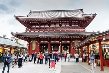 L'énorme temple rouge du quartier Asakusa