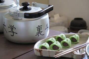 Photo de présentation de sucreries et boisson japonaises