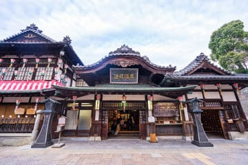 Photo de la devanture avant du Dogo Onsen