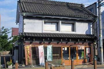 La devanture d'une boutique à Saitama