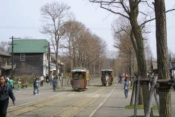 Les ruelles du village à Sapporo avec les traineaux