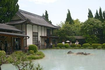La source chaude blanchatre à Beppu