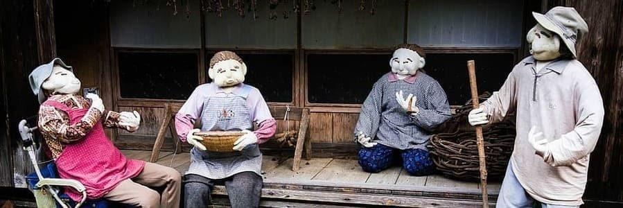 Diverses poupées de paille habitant à Kakashi no sato