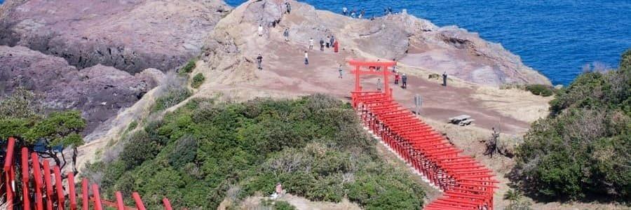 Le chemin de porte rouge du site touristique